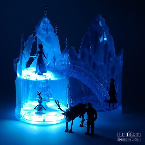 Frozen Elsas Musical Ice Castle Playset2