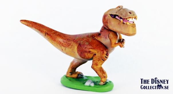 good_dinosaur_disneystore2